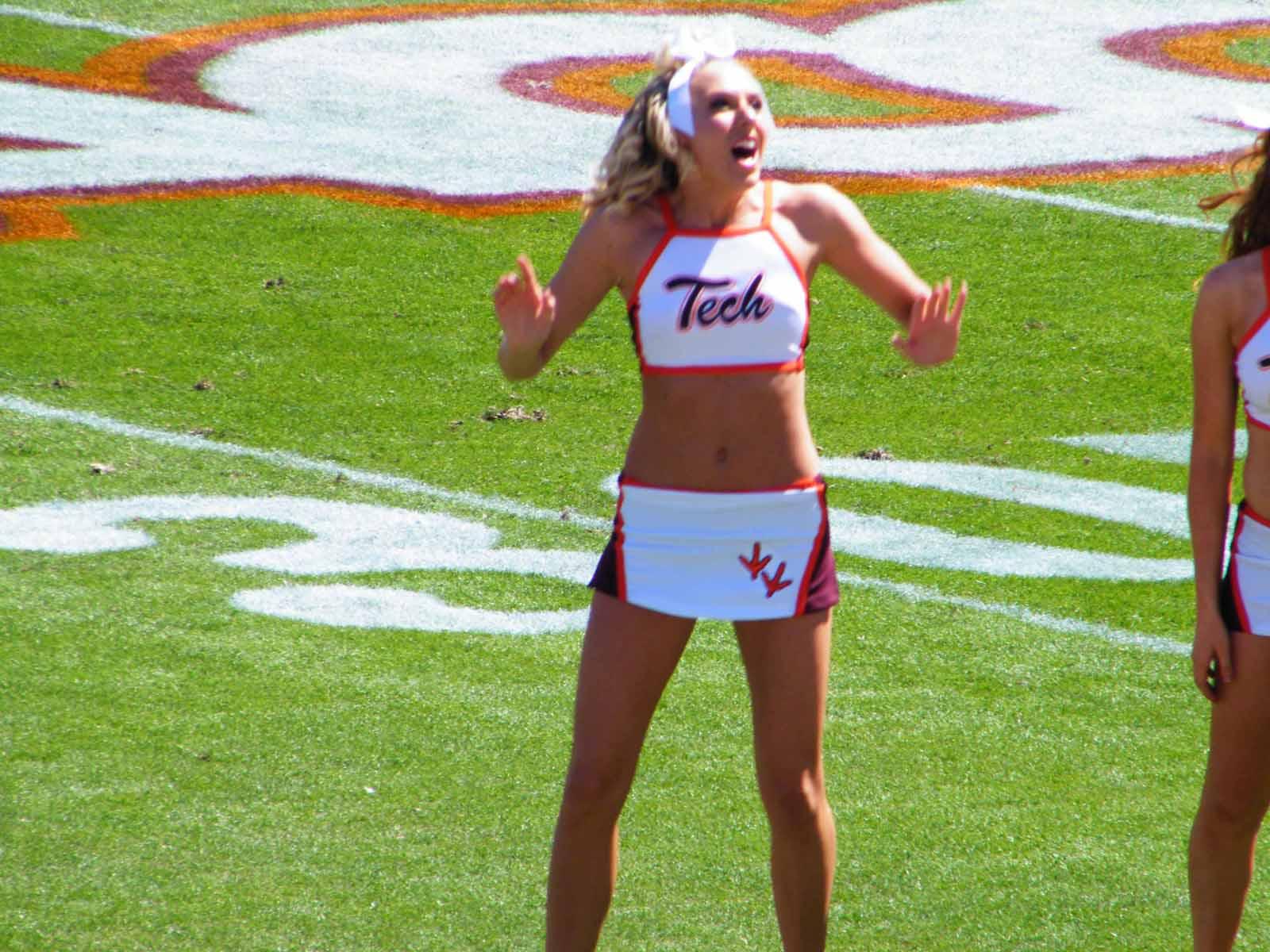 Virginia-Tech-Cheerleaders